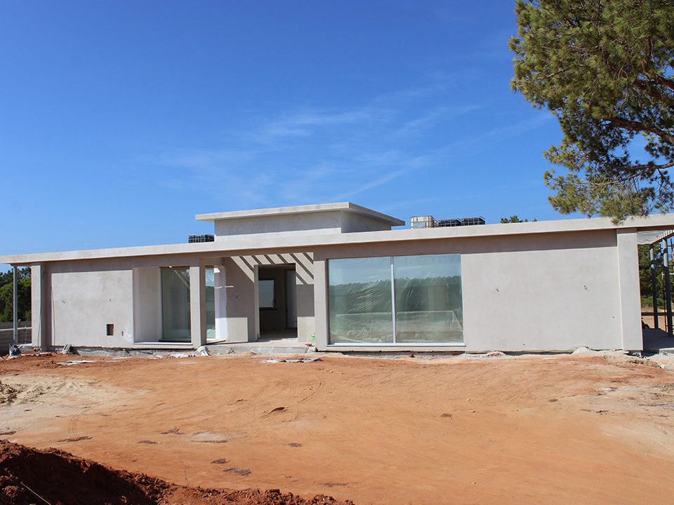 New Villa in Laranjal
